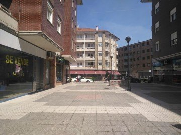 Local comercial en Los Corrales de Buelna