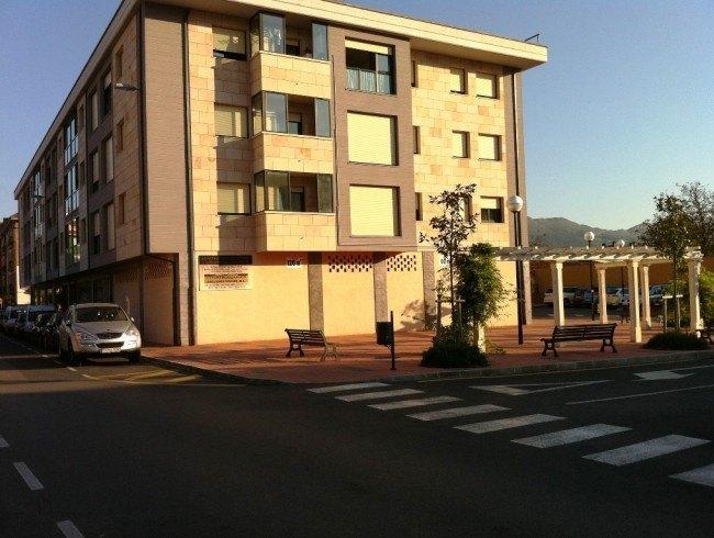 Local comercial en venta en Los Corrales de Buelna con 209 m2 por 285.000 €