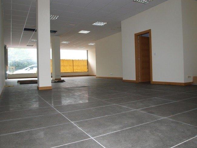 Local comercial en alquiler en Los Corrales de Buelna con 133 m2 por 780 €/mes