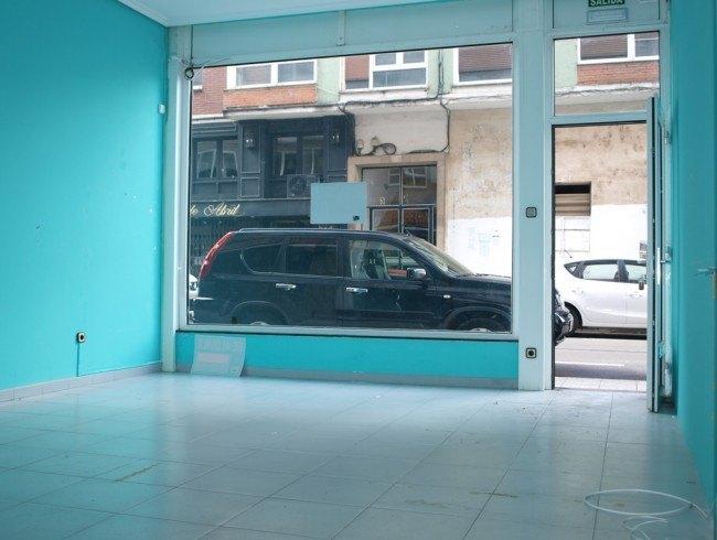 Local comercial en alquiler en Los Corrales de Buelna con 34 m2 por 325 €/mes