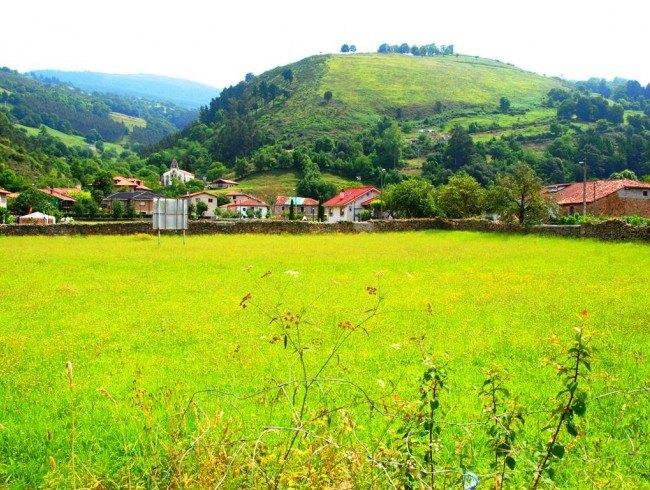Terreno urbano en venta en Santiurde de Toranzo por 260.000 €