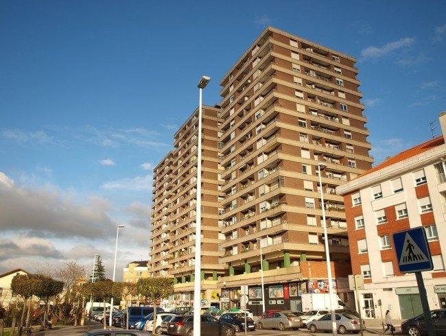 Piso en venta en Torrelavega con 1 habitaciones, 1 baños y 37 m2 por 39.000 €