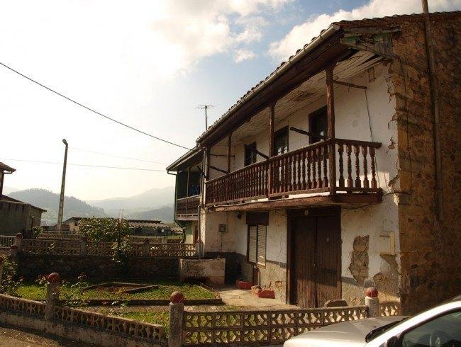 Casa en venta en San Felices de Buelna con 4 habitaciones, 1 baños y 198 m2 por 45.000 €