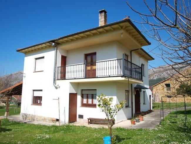 Casa en venta en San Felices de Buelna con 5 habitaciones, 2 baños y 220 m2 por 156.000 €