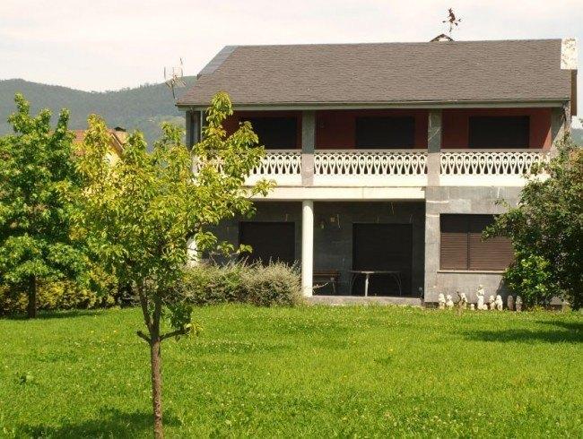 Casa en venta en Los Corrales de Buelna con 4 habitaciones, 3 baños y 344 m2 por 480.000 €