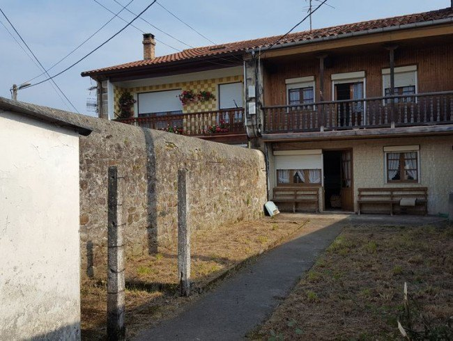 Casa en venta en San Felices de Buelna con 3 habitaciones, 1 baños y 320 m2 por 78.600 €