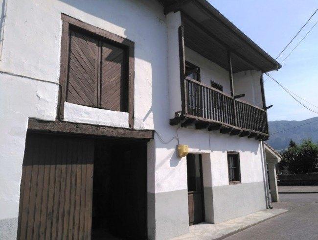 Casa en venta en San Felices de Buelna con 4 habitaciones y 204 m2 por 81.000 €