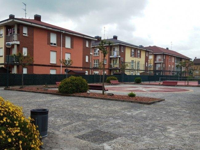 Piso en venta en Los Corrales de Buelna con 2 habitaciones, 1 baños y 60 m2 por 73.000 €