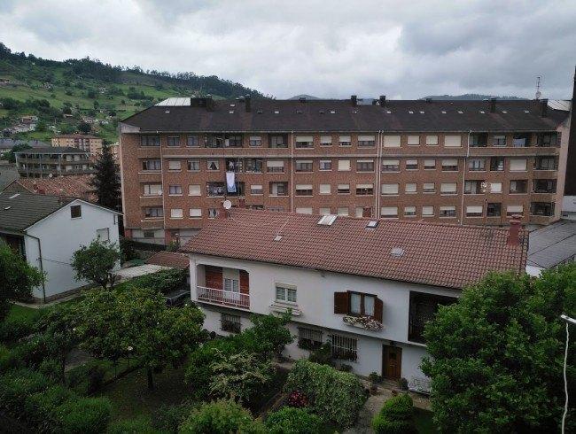 Piso en venta en Los Corrales de Buelna con 3 habitaciones, 2 baños y 96 m2 por 75.000 €