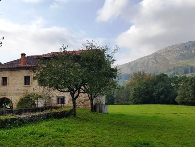 Casa en venta en San Felices de Buelna con 5 habitaciones, 1 baños y 394 m2 por 335.000 €