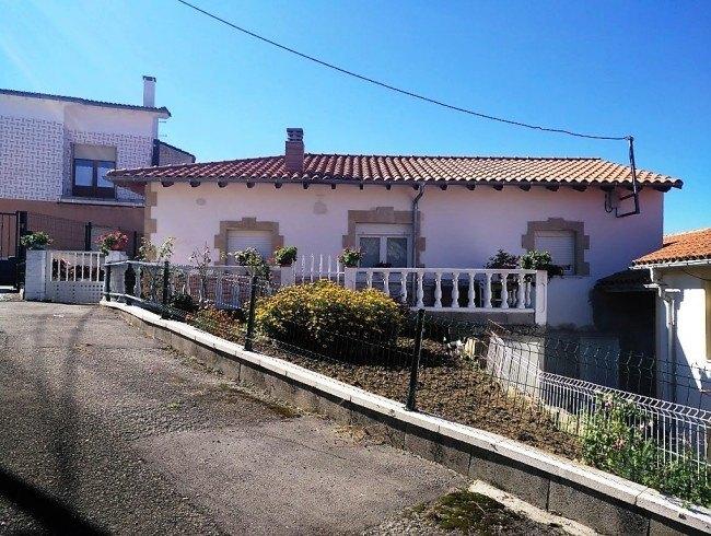 Casa en venta en San Felices de Buelna con 2 habitaciones, 1 baños y 70 m2 por 80.000 €