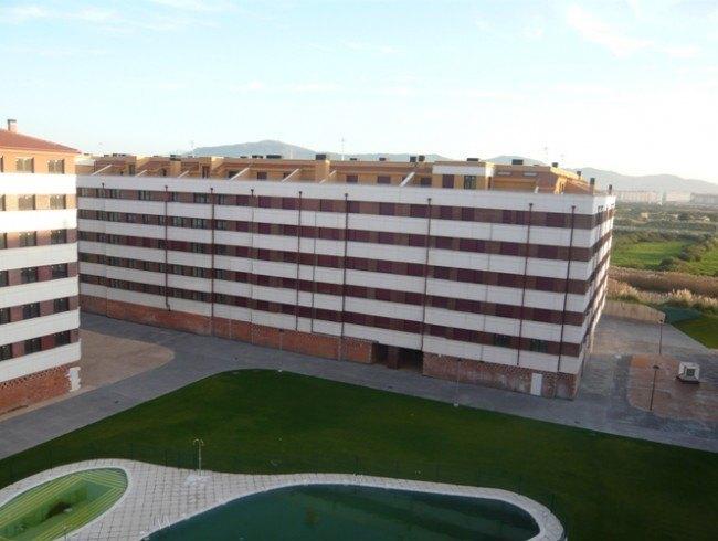 Piso en venta en Santander con 3 habitaciones, 2 baños y 86 m2 por 146.000 €