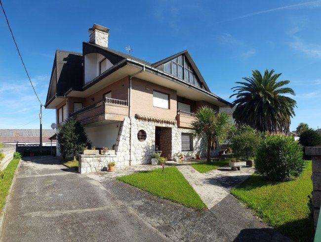Chalet en venta en Torrelavega con 7 habitaciones, 3 baños y 367 m2 por 450.000 €