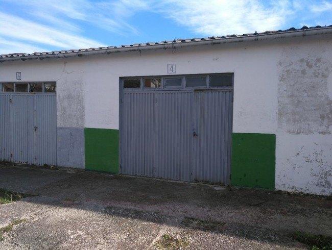 Garaje en venta en Los Corrales de Buelna con 20 m2 por 13.500 €