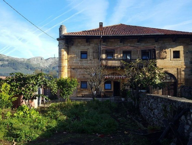 Casa en venta en San Felices de Buelna con 3 habitaciones, 1 baños y 129 m2 por 90.000 €
