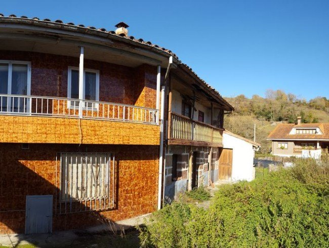 Casa en venta en Villasuso de Cieza con 4 habitaciones, 1 baños y 349 m2 por 37.000 €