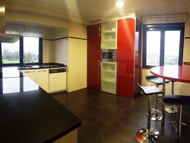 Chalet en alquiler en San Felices de Buelna con 4 habitaciones, 5 baños y 235 m2 por 600 €/mes