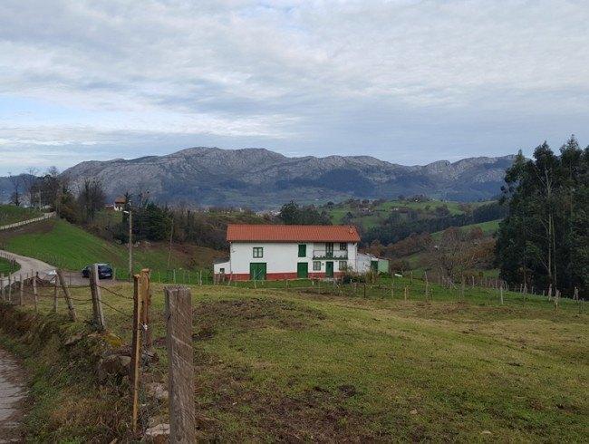 Casa en venta en San Felices de Buelna con 3 habitaciones y 241 m2 por 99.500 €