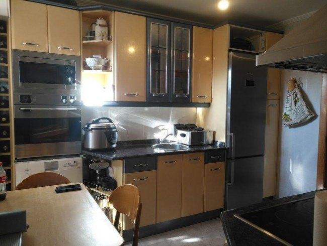 Piso en venta en Los Corrales de Buelna con 2 habitaciones, 1 baños y 78 m2 por 65.000 €