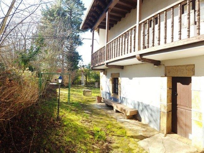 Casa en venta en Silió con 4 habitaciones, 2 baños y 429 m2 por 110.000 €