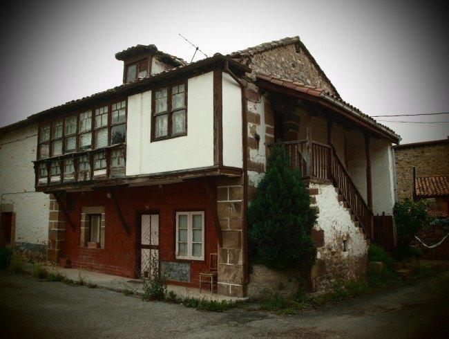 Casa en venta en Molledo con 4 habitaciones, 1 baños y 241 m2 por 38.000 €
