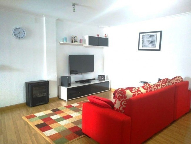 Piso en venta en Los Corrales de Buelna con 2 habitaciones, 1 baños y 83 m2 por 79.900 €