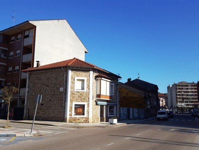 Casa en venta en Los Corrales de Buelna con 4 habitaciones, 1 baños y 194 m2 por 150.000 €