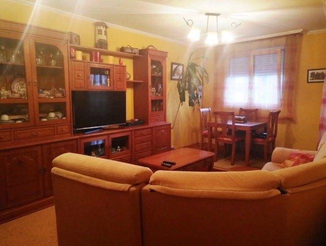 Piso en venta en Los Corrales de Buelna con 2 habitaciones, 1 baños y 65 m2 por 73.000 €