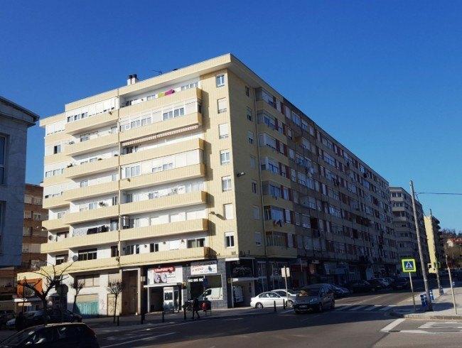 Piso en alquiler en Torrelavega con 3 habitaciones, 1 baños y 82 m2 por 435 €/mes