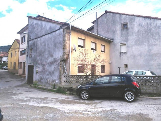 Casa en venta en Los Corrales de Buelna con 4 habitaciones, 1 baños y 108 m2 por 65.000 €