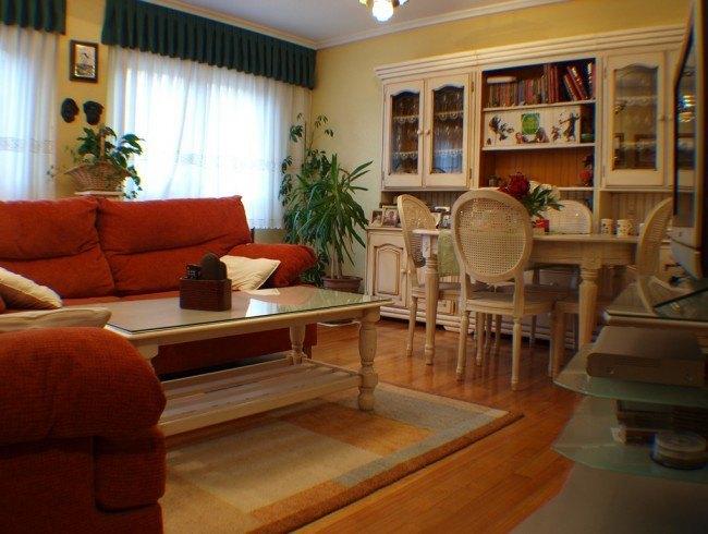 Piso en venta en Los Corrales de Buelna con 3 habitaciones, 2 baños y 105 m2 por 135.000 €
