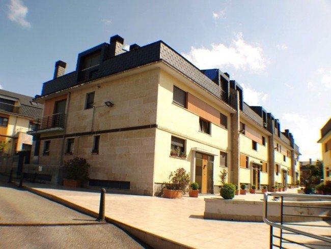 Piso en venta en Torrelavega con 2 habitaciones, 2 baños y 89 m2 por 135.000 €