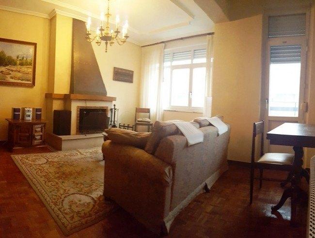 Piso en venta en Los Corrales de Buelna con 3 habitaciones, 1 baños y 93 m2 por 110.000 €