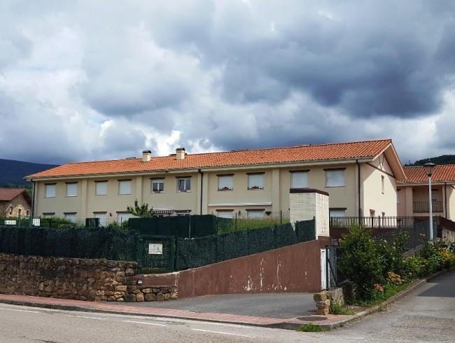 Chalet en venta en Molledo con 3 habitaciones, 3 baños y 196 m2 por 125.400 €