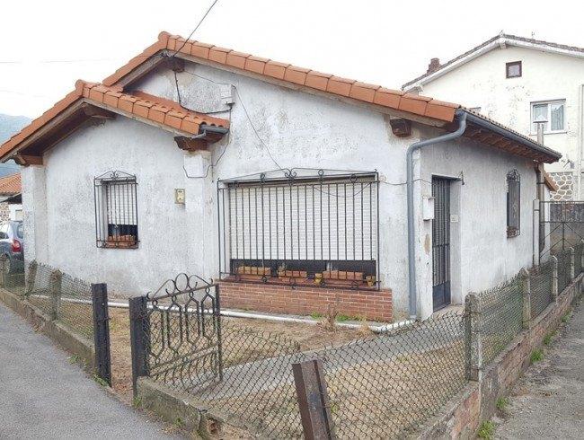 Casa en venta en Los Corrales de Buelna con 3 habitaciones, 1 baños y 114 m2 por 88.000 €
