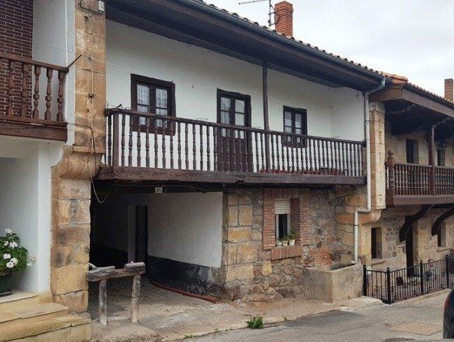 Casa en venta en Los Corrales de Buelna con 3 habitaciones, 1 baños y 227 m2 por 51.000 €