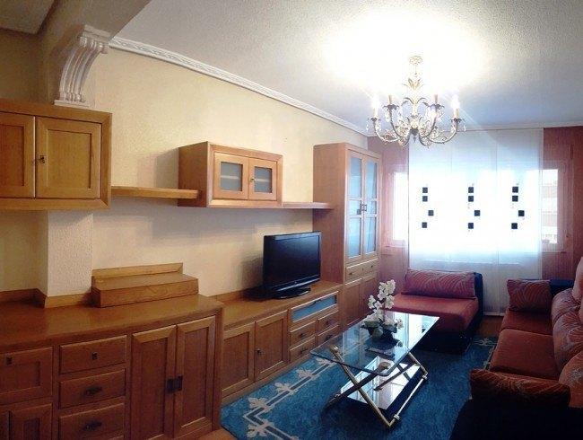 Piso en alquiler en Los Corrales de Buelna con 3 habitaciones, 1 baños y 77 m2 por 420 €/mes