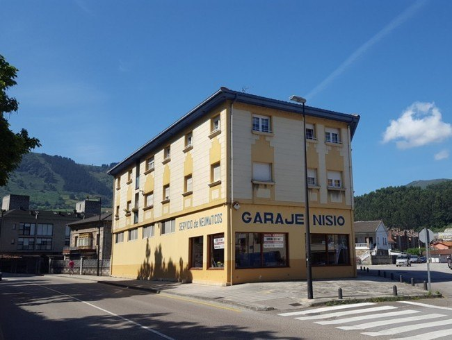 Local comercial en venta en Los Corrales de Buelna con 1 baños y 357 m2 por 299.000 €