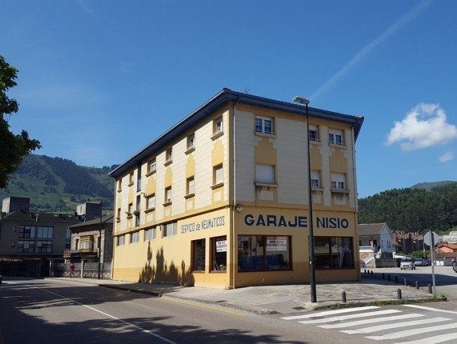 Local comercial en alquiler en Los Corrales de Buelna con 1 baños y 357 m2 por 2.000 €/mes