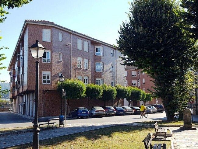 Piso en venta en Los Corrales de Buelna con 3 habitaciones, 1 baños y 75 m2 por 66.000 €