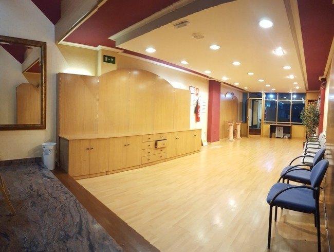 Local comercial en venta en Los Corrales de Buelna con 110 m2 por 89.000 €