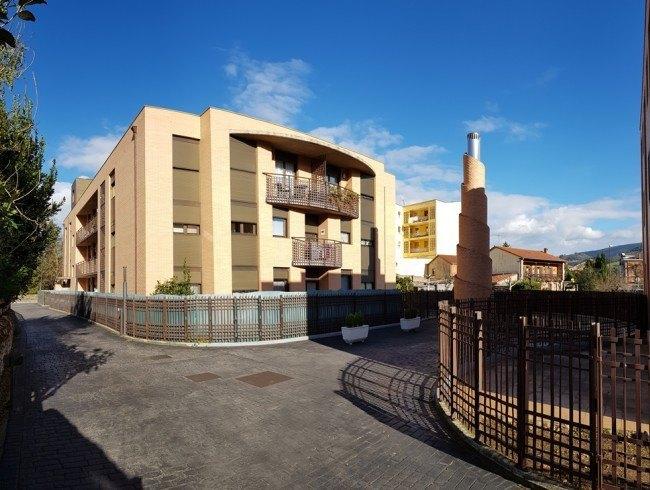 Piso en venta en Los Corrales de Buelna con 3 habitaciones, 1 baños y 74 m2 por 110.000 €