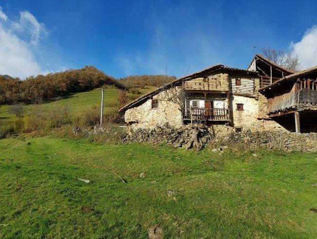 Casa en venta en Vega de Liébana con 2 habitaciones y 260 m2 por 40.000 €