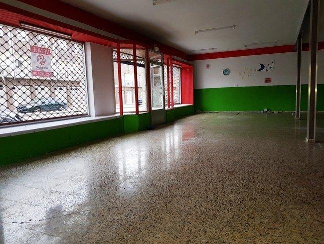 Local comercial en venta en San Felices de Buelna con 1 baños y 173 m2 por 150.000 €