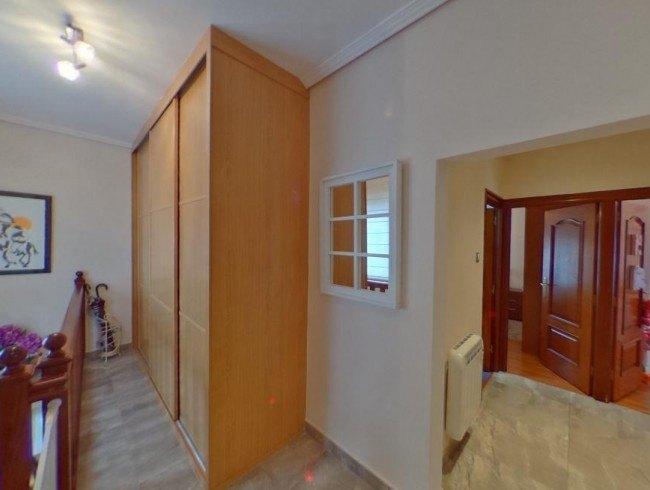 Casa en venta en Torrelavega con 3 habitaciones, 1 baños y 165 m2 por 200.000 €