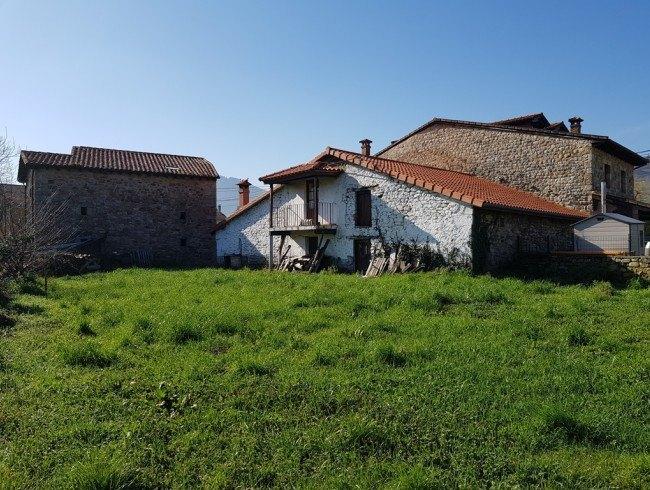 Casa en venta en Los Corrales de Buelna con 2 habitaciones, 1 baños y 166 m2 por 65.000 €