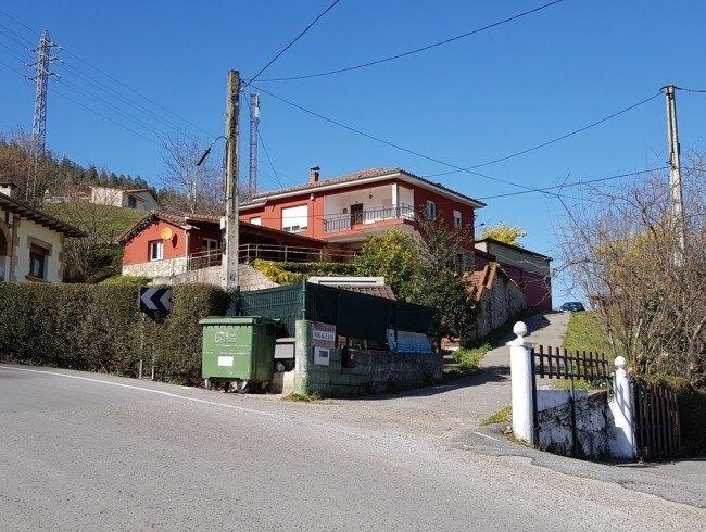 Casa en venta en Los Corrales de Buelna con 4 habitaciones, 1 baños y 404 m2 por 288.000 €