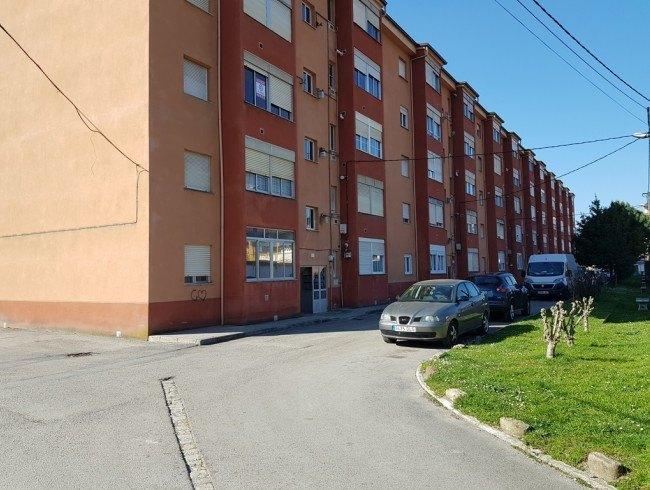 Piso en venta en Los Corrales de Buelna con 3 habitaciones, 1 baños y 60 m2 por 32.000 €