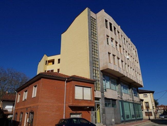 Piso en venta en Los Corrales de Buelna con 4 habitaciones, 1 baños y 87 m2 por 42.000 €