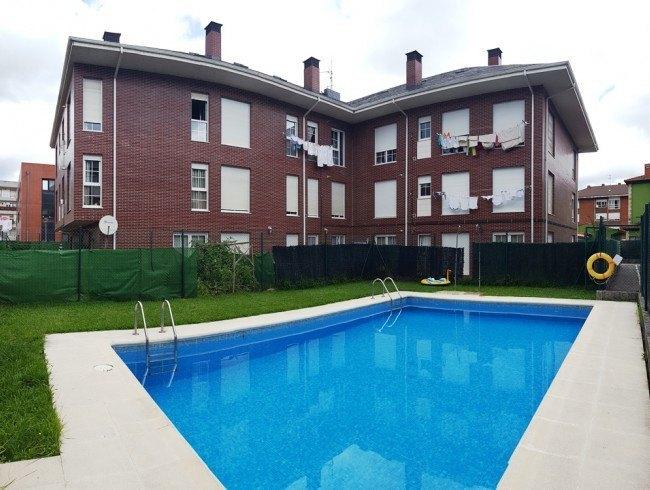 Piso en venta en Los Corrales de Buelna con 2 habitaciones, 1 baños y 61 m2 por 129.000 €